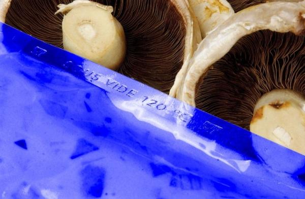 200 x 300 90mu Blue Tint Boilable Vacuum Pouch (Qty x800)